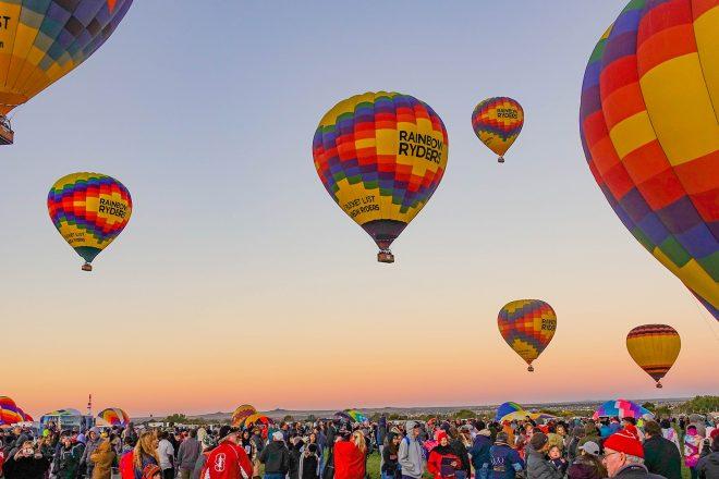 https://newstar.bold-themes.com/travel/wp-content/uploads/sites/12/2017/10/ballon_festival-660x440.jpg
